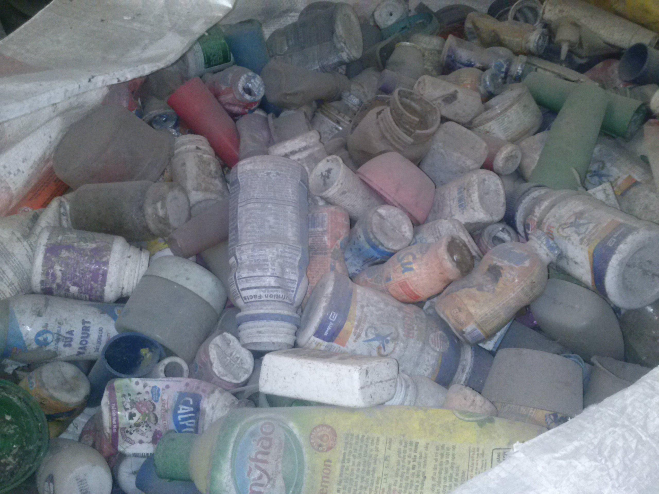Chai nhựa phế liệu